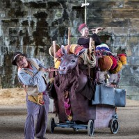 Kit and Caboodle by Thingumajig Theatre; photo by Ian Hodgson
