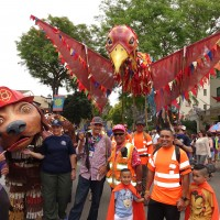 Thingumajig Theatre workshop giants at the Santa Barbara Summer Solstice Parade.